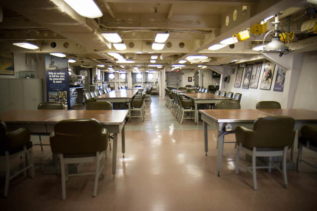 食堂、戦闘中は医療室になった。