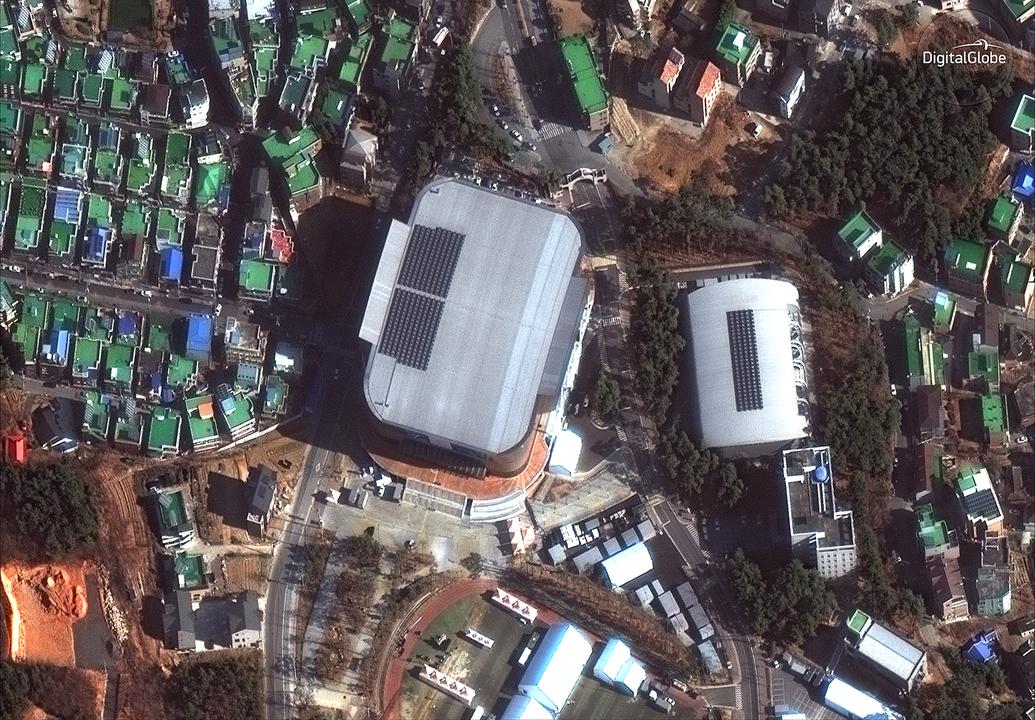 Kwandong ホッケーセンターの屋根にはソーラーパネル。