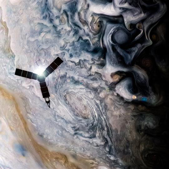 木星の雲の上を飛ぶ、NASAの木星探査機ジュノー