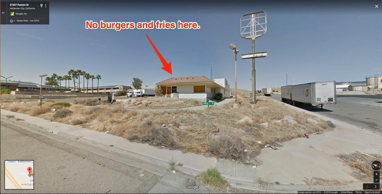 閉店したバーガー・キングのドライブスルー