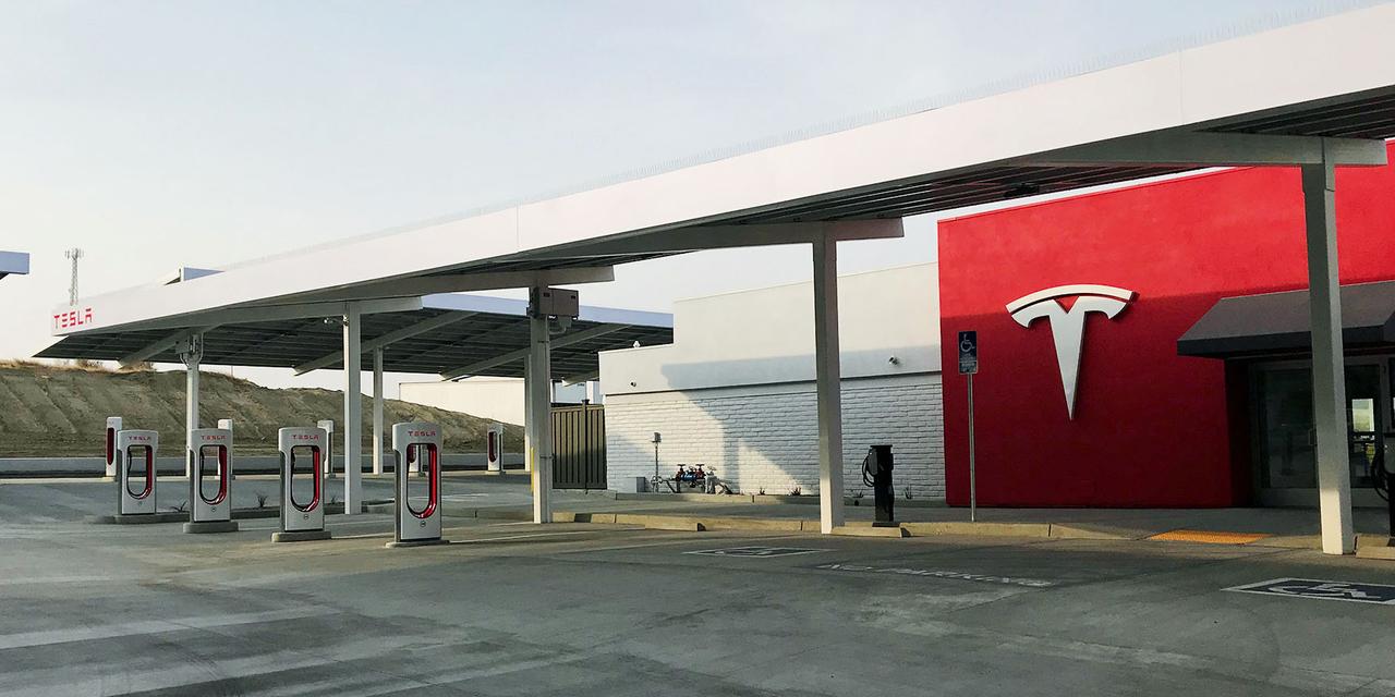 テスラの充電ステーション、カリフォルニア州ケトルマン・シティー