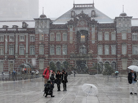 SNSで飛び交う #大雪警報の東京、ダイヤ混乱、リモートワーク推奨企業も多数