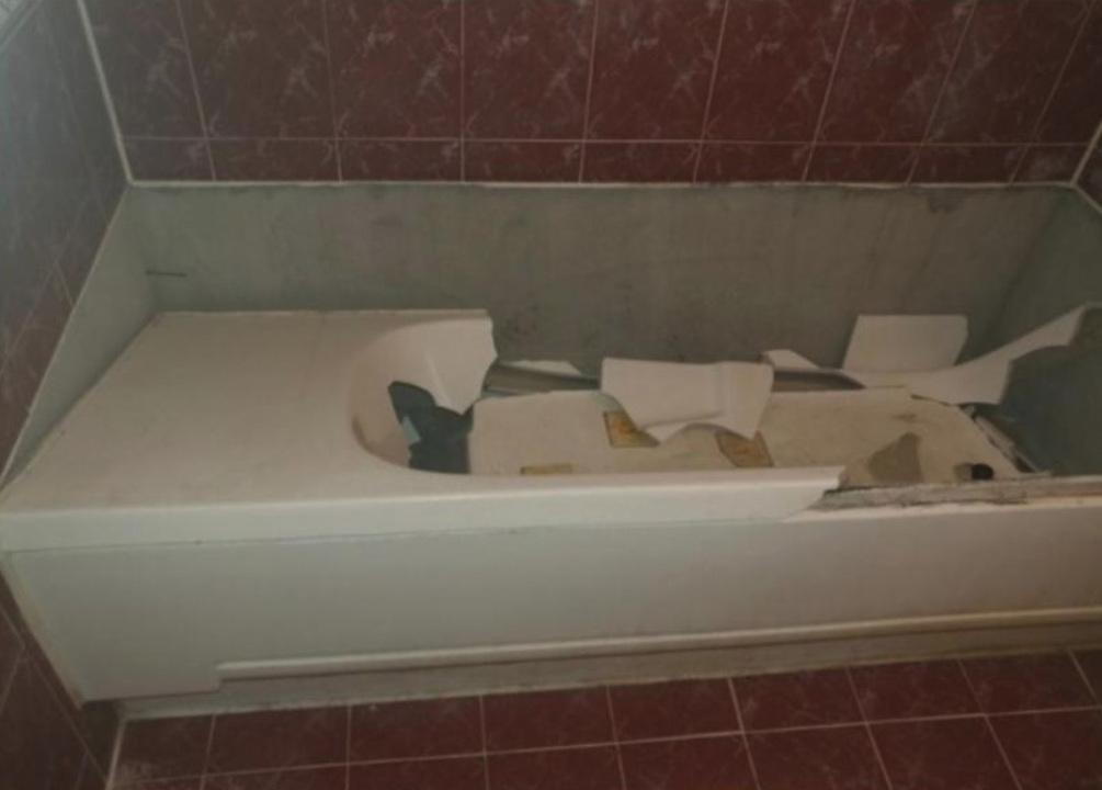 壊れた浴室