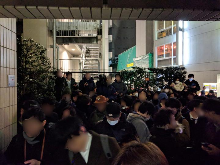 1月26日、コインチェック本社前に集まった人たち。
