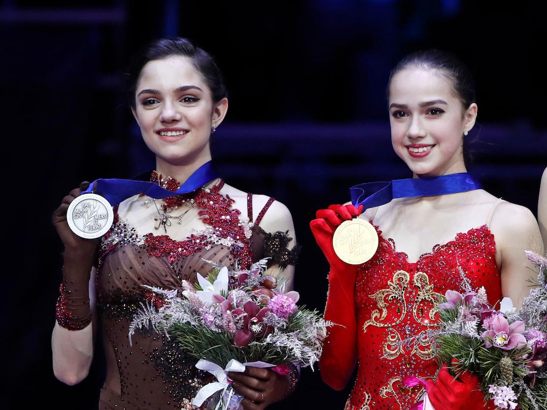 メドベージェワ(左)とザギトワ(右)