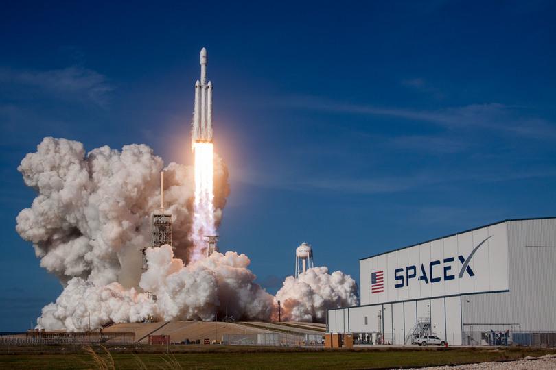 """逆噴射着陸まで成功させたマスク氏のロケットがすごいと言われる理由と98億円の""""謎"""""""
