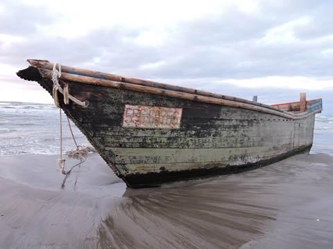 男鹿市の木造船