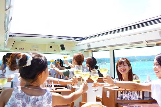 沖縄を走るレストランバス