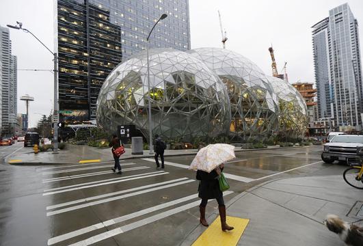 シアトルのサウス・レイク・ユニオンにあるアマゾン本社。