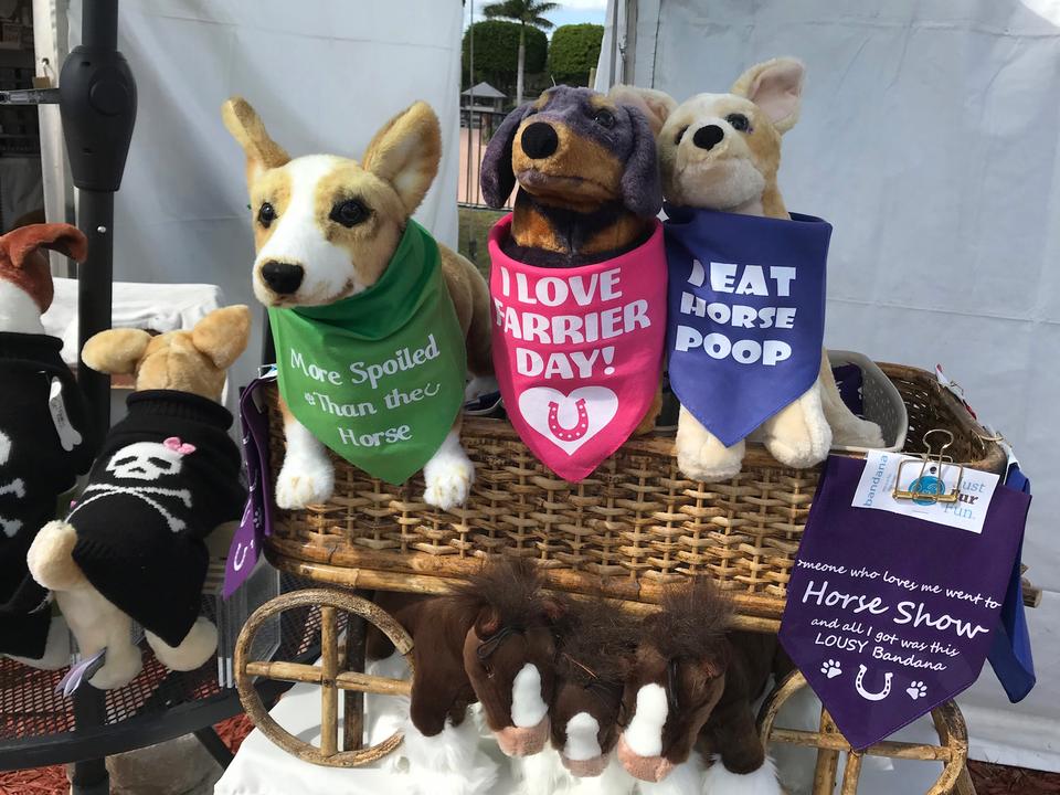 美術品に費やす資金がなかった筆者は「Just Fur Fun」という犬をテーマにした売店に興味をそそられた。