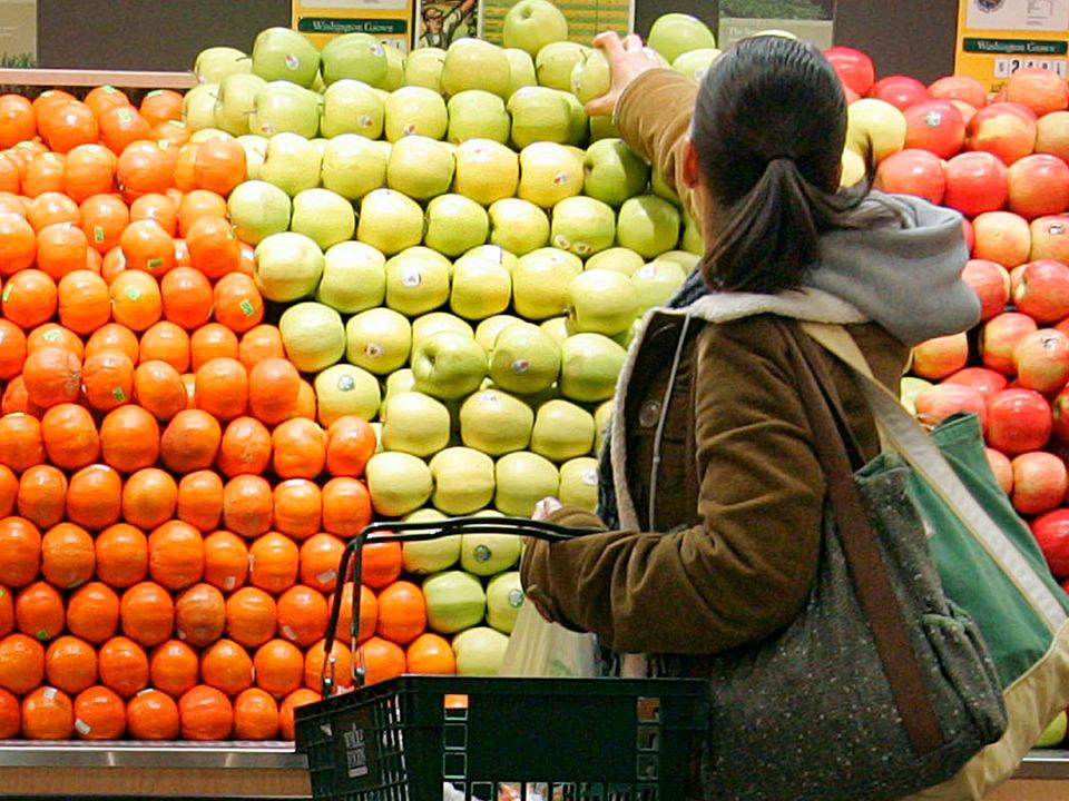 果物を買う人
