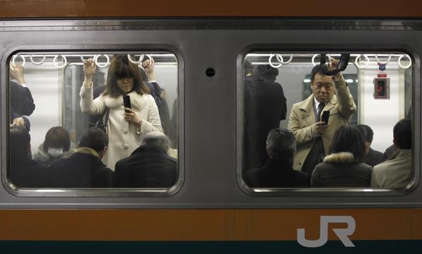 通勤中の女性