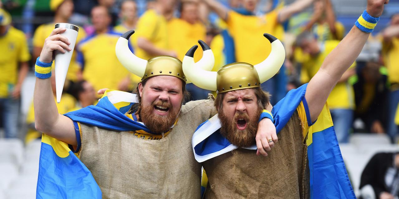 UEFA EURO 2016、対アイルランド戦を前に盛り上がるスウェーデン・サポーター。2016年6月13日。