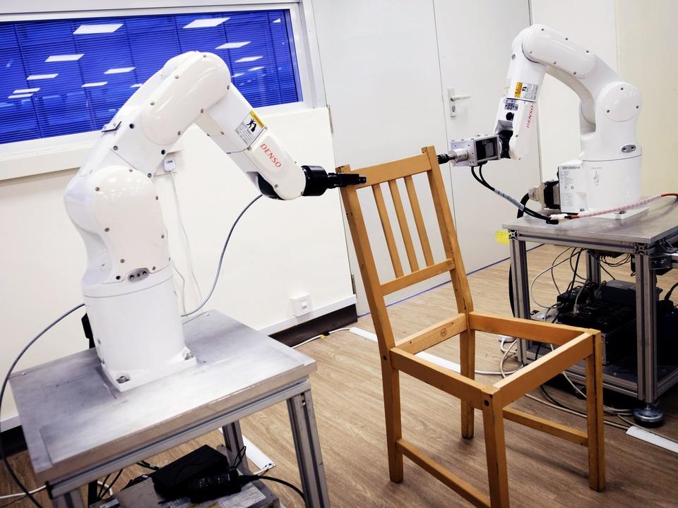 イケアの家具を組み立てるロボット