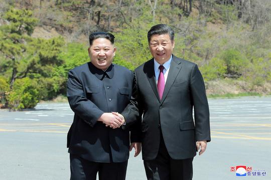 大連で会談を行った金正恩朝鮮労働党委員長と習近平国家主席