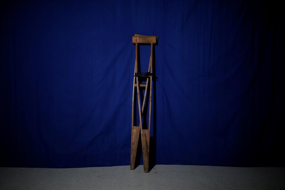 チ・ソンホ氏の松葉杖