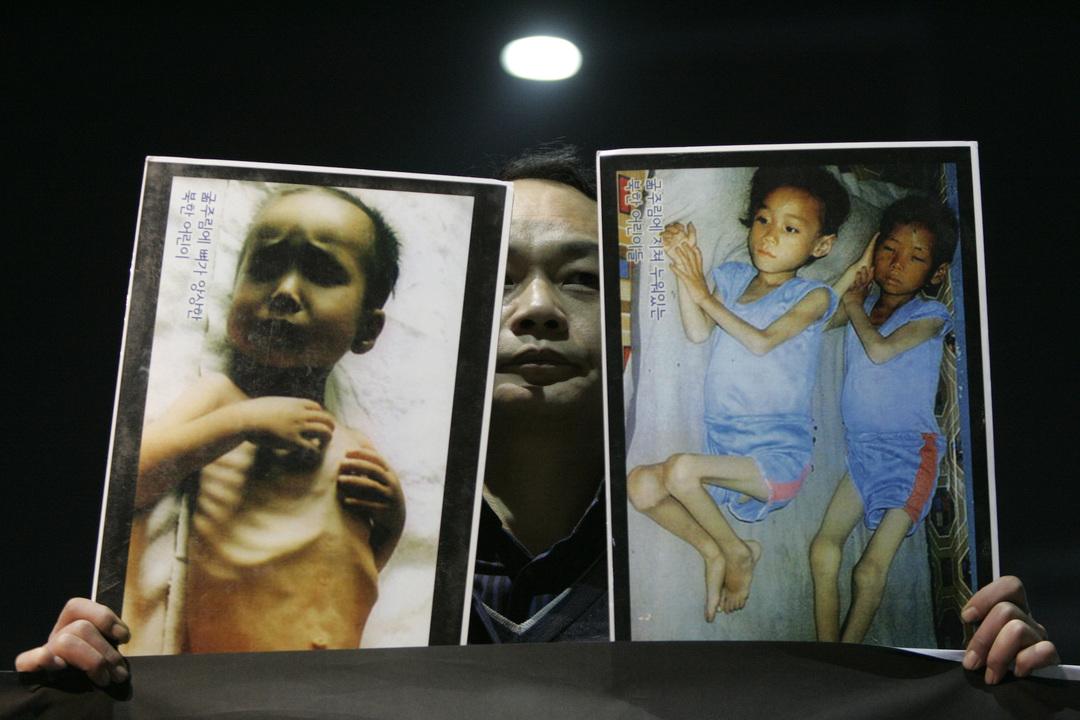 発育不良に陥った子どもたちの写真