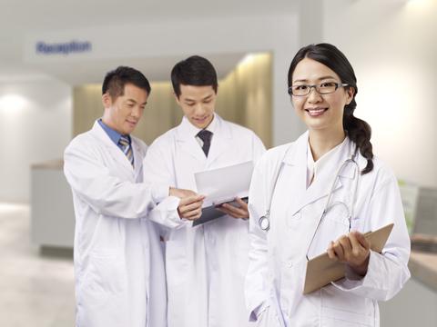 日本人医師の写真