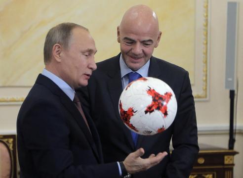 ロシアのプーチン大統領とFIFAのジャンニ・インファンティーノ会長