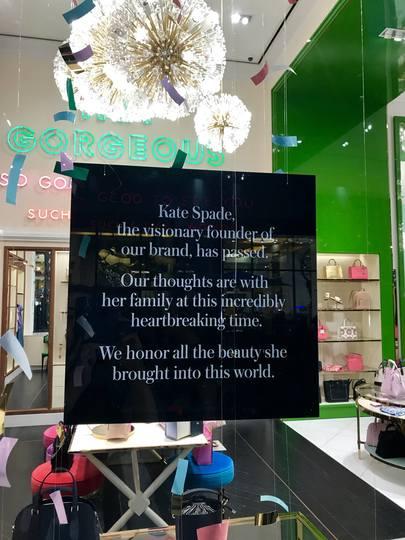 ケイトスペードに貼られていた追悼の言葉