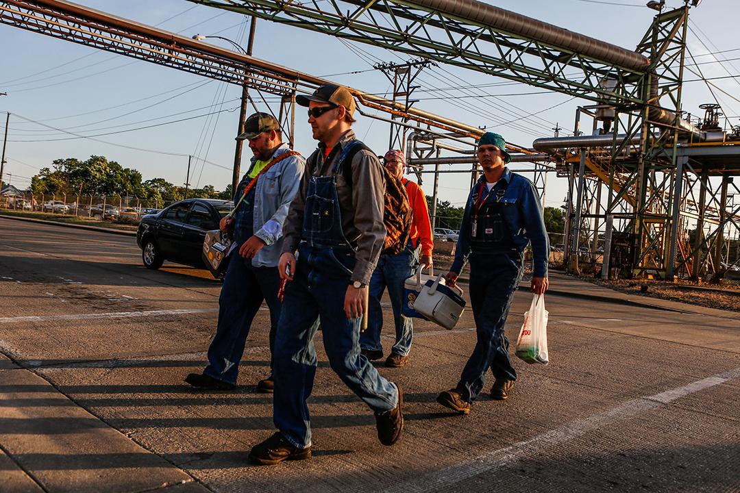 鉄鋼労働者たち