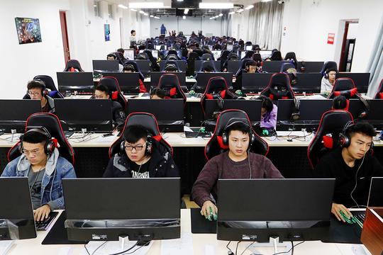 eスポーツを学ぶ中国の学生たち