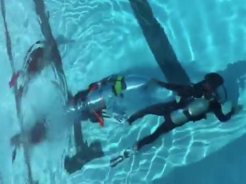 イーロン・マスクがツイートした子ども用潜水器具の写真