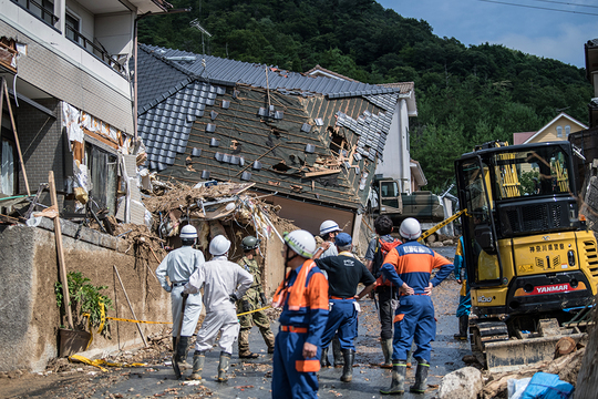 土砂崩れで破壊された家屋