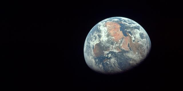 月と地球の間から、素晴らしい光景27枚
