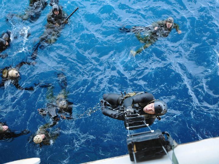 疲れることなく、泳ぎ続けられる! これが米海軍特殊部隊ネイビーシールズの泳ぎ方だ