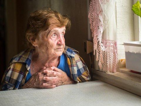 窓辺の老人