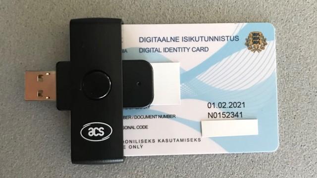 e-residencyカードとアダプター