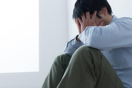 ストレスで苦しむ男性