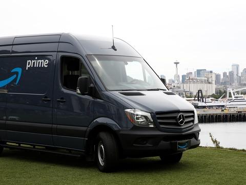 アマゾンプライムの配送車