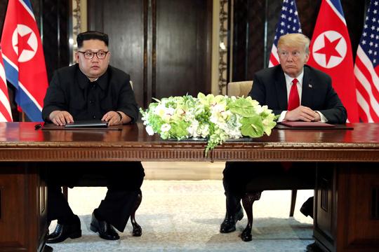 北朝鮮の金正恩朝鮮労働党委員長(左)とアメリカのトランプ大統領(右)