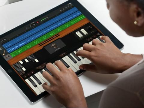 IPad画面上で鍵盤楽器を演奏