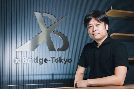 独立系ベンチャーキャピタル(VC)「XTech Ventures」のロゴと西條晋一さん