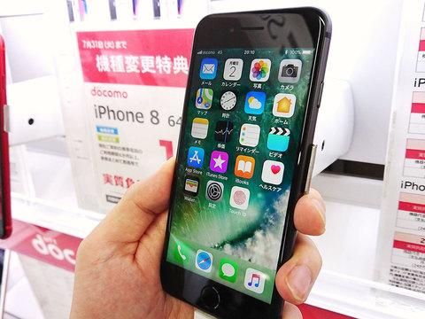 日本の携帯電話の買い方・使い方に、あらためて疑問が投げかけられている(写真はイメージです)。