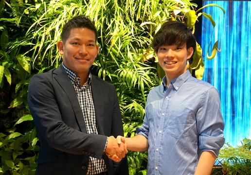 終活ねっと 社長の岩崎翔太氏(右)と、DMM.com 執行役員の緒方悠氏。