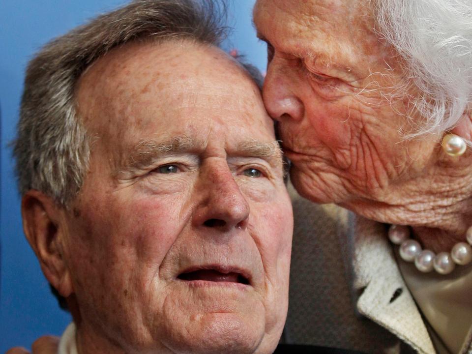 感動的な写真で振り返る、ジョージ・H・W・ブッシュ元大統領の国葬写真で振り返る、ジョージ・H・W・ブッシュ元大統領の人生と彼が残したレガシーおすすめ記事TrendingEditors' PicksLive life momentSponsored Contents