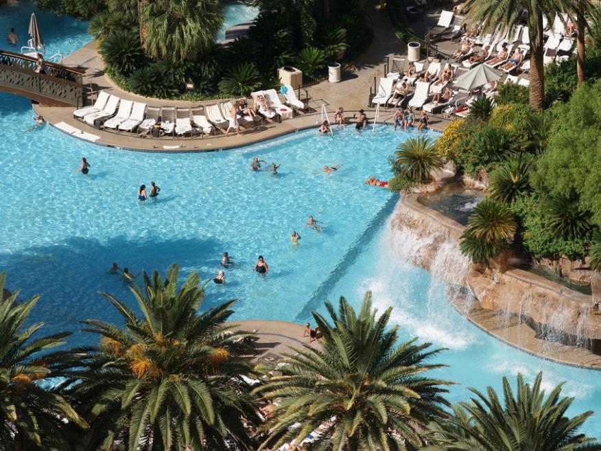 幸運にも、泳ぐスペースがたっぷりある、のんびりした日を過ごせる客もいるだろうが……
