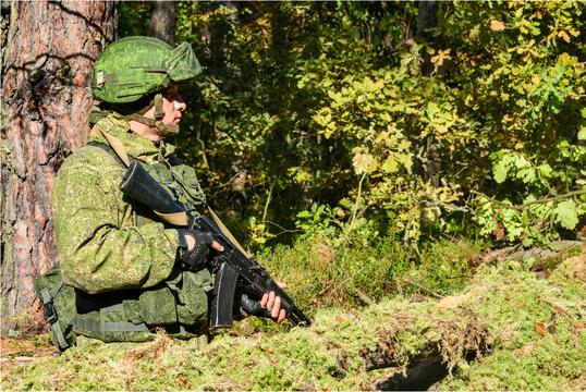 訓練中のロシア軍兵士。ベラルーシ。2018年2月。