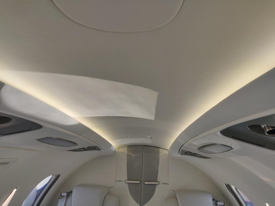 ホンダジェット エリート(HondaJet Elite):客室の天井