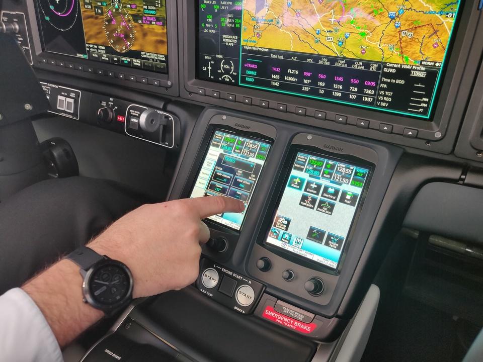 ホンダジェット エリート(HondaJet Elite):5.7インチタッチスクリーン
