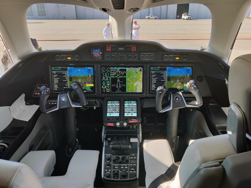 ホンダジェット エリート(HondaJet Elite):Garmin G3000次世代オールグラスアビオニクスシステムのアップデート版