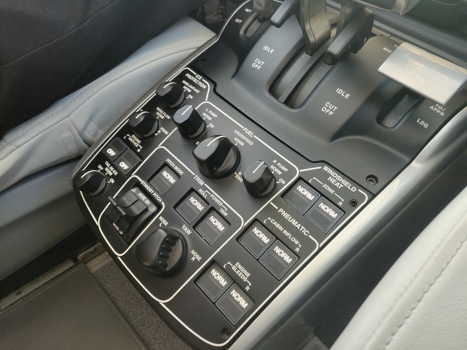 ホンダジェット エリート(HondaJet Elite):コックピットのスイッチ類