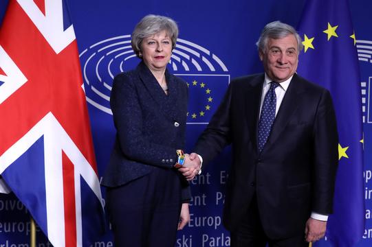メイ首相とアントニオ・タイヤーニ欧州議会議長