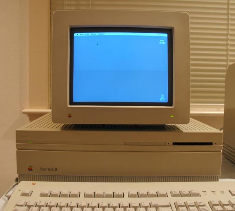 16位 Macintosh II(1987年)、5498ドル