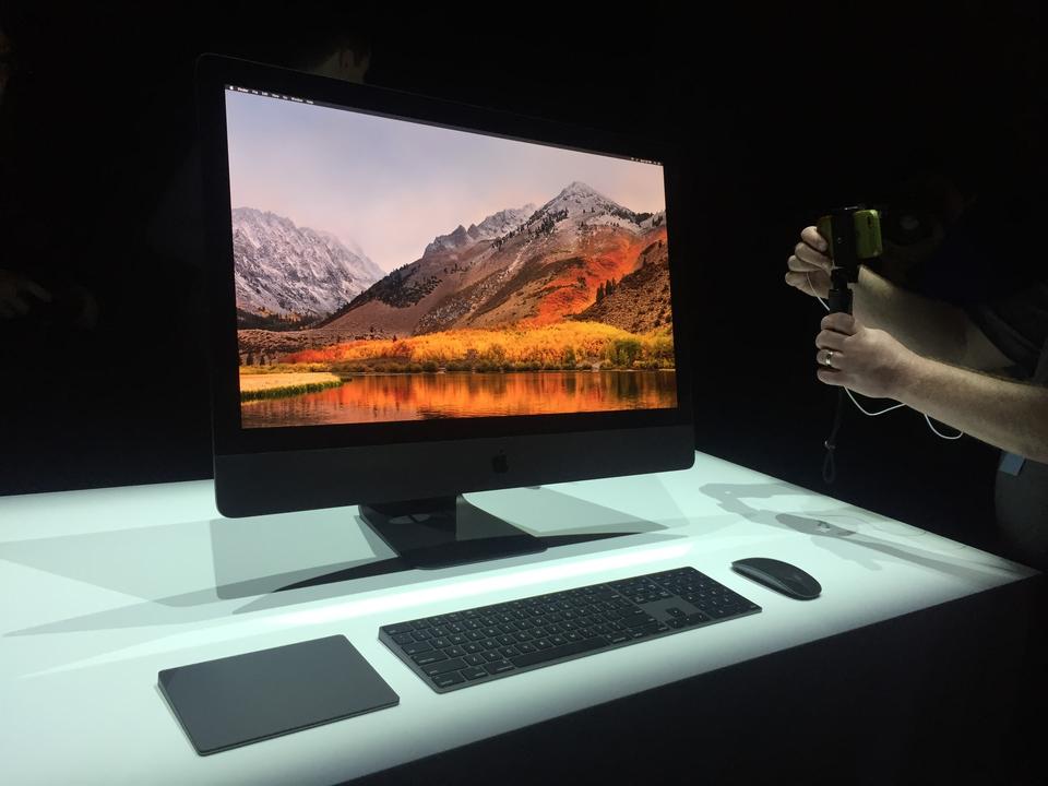 2位:iMac Pro(2017年)、1万3199ドル(約141万円)