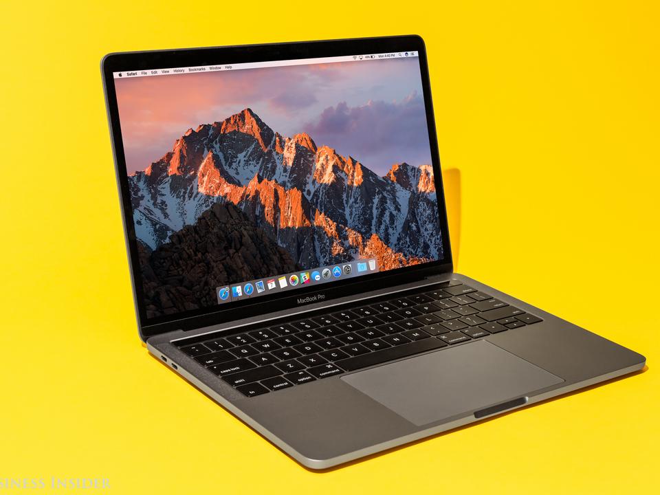 9位:Macbook Pro(2016年)、7049ドル(約76万円)